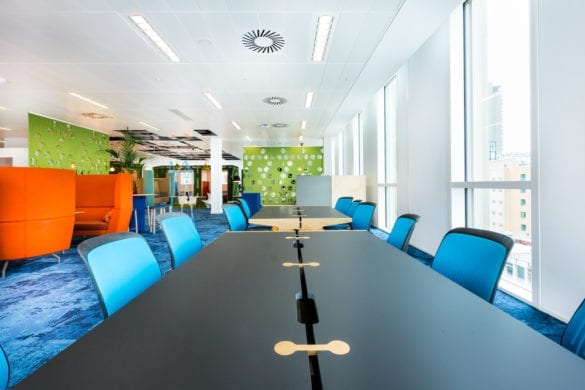 Mutu 750 Tables in office setting